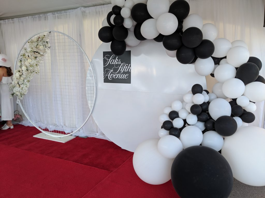 Solid & Mesh Screen Backdrop with Balloons